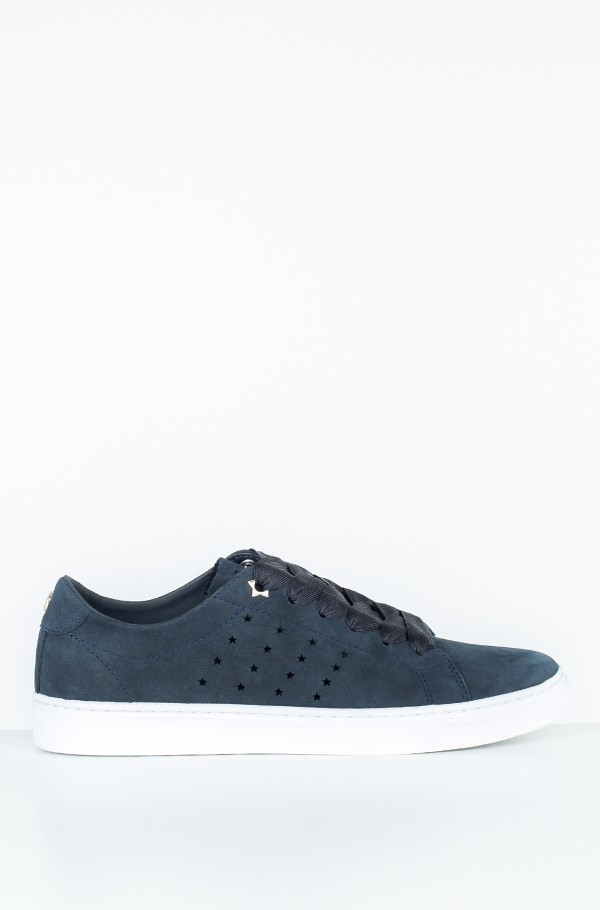 PERFORATED ESSENTIAL SNEAKER