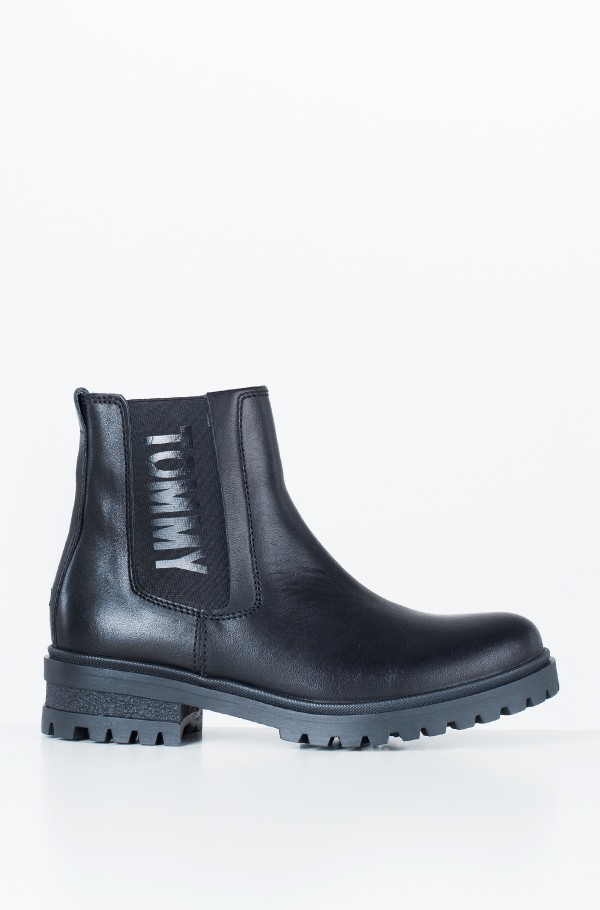 ESSENTIAL CLEATED CHELSEA BOOT