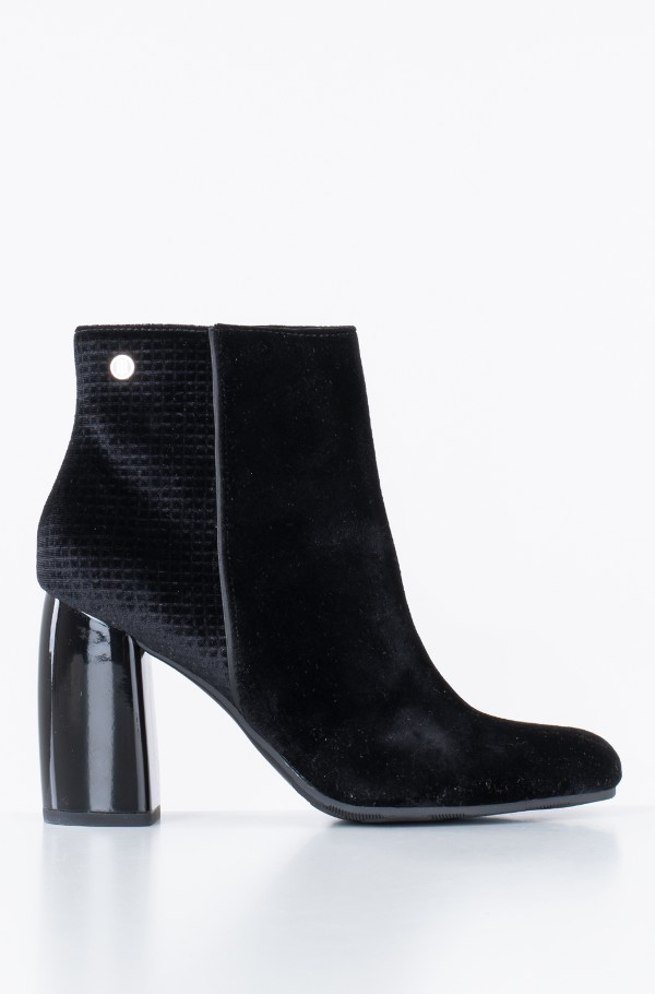 STRUCTURED VELVET BOOTIE