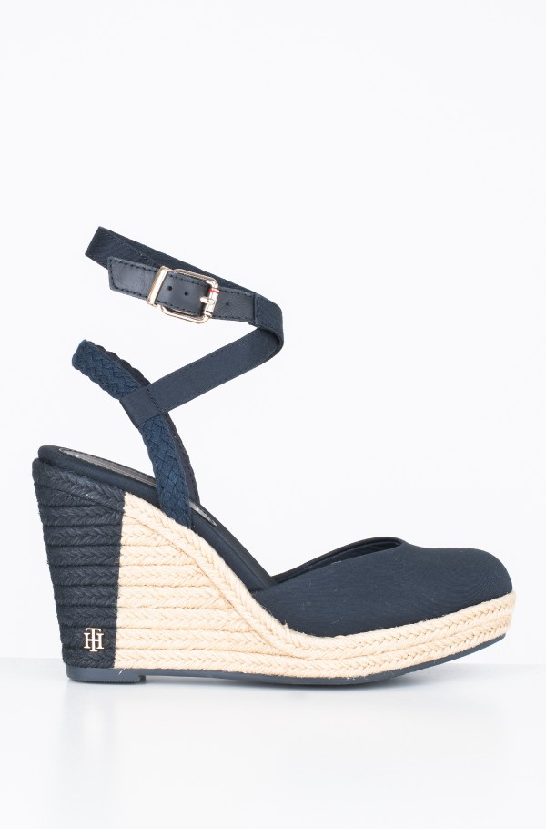 PRINTED CLOSED TOE WEDGE SANDAL