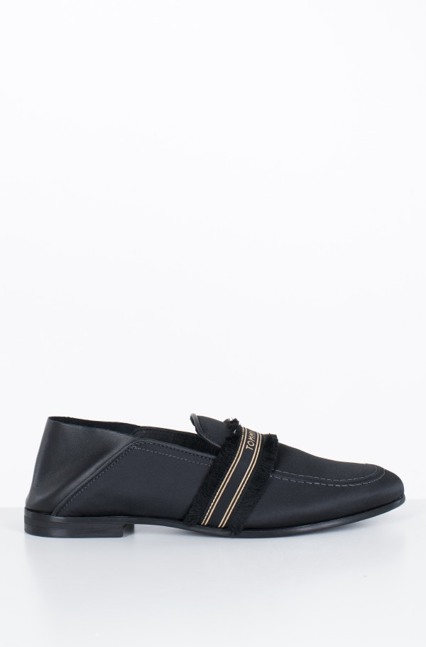 FEMININE SATIN LOAFER