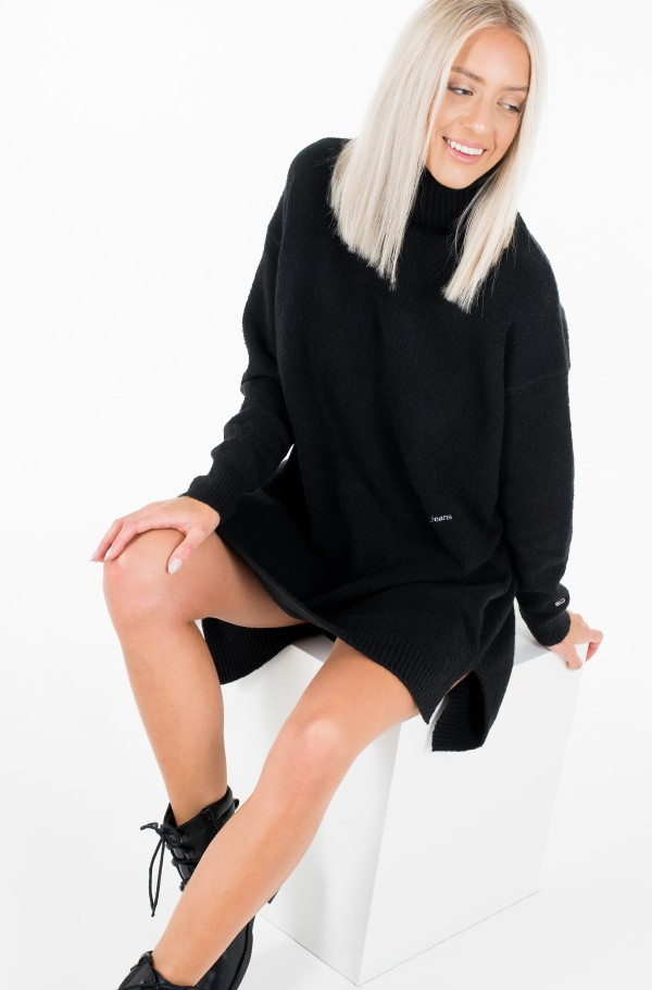 TJW TURTLE NECK SPLIT SWEATER