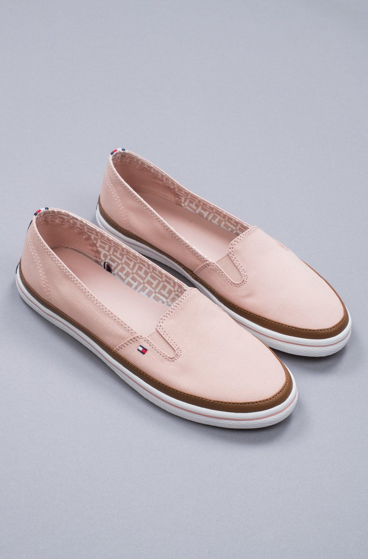 Sportbačiai Iconic Kesha Slip On-full-1