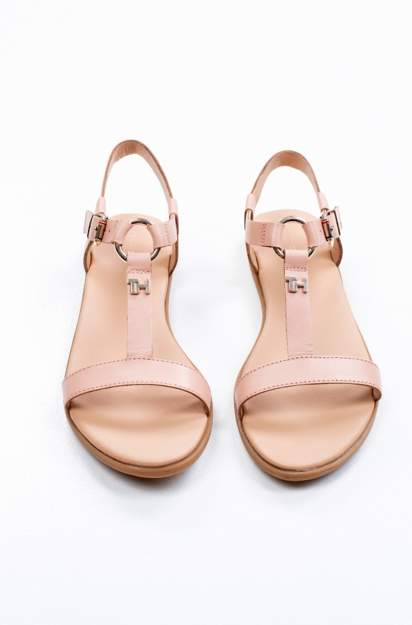 FEMININE LEATHER FLAT SANDAL