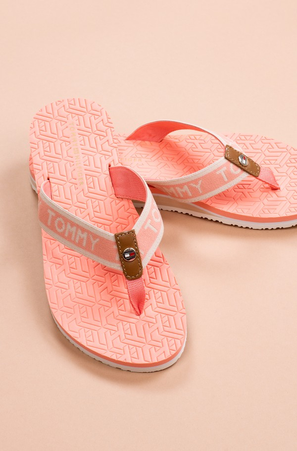 TH EMBOSSED FLAT BEACH SANDAL