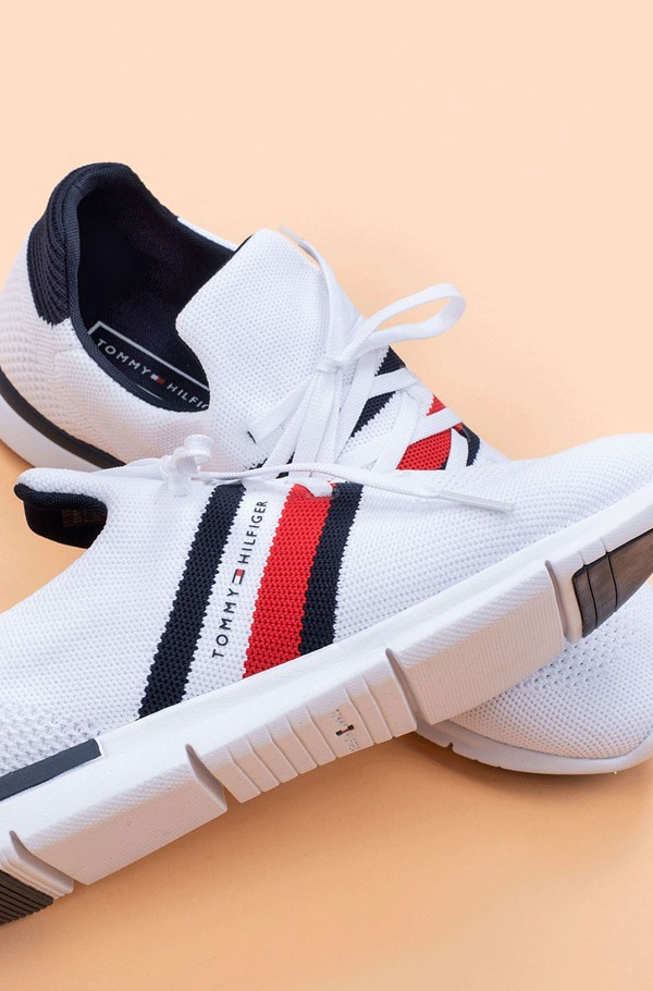 SPORTY LIGHTWEIGHT SNEAKER-hover