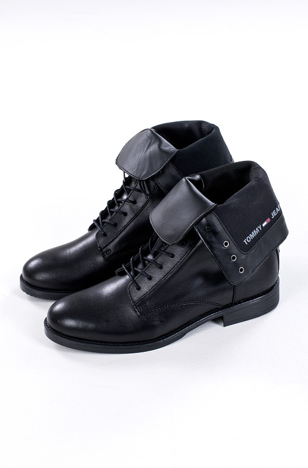 ESSENTIAL DRESSED LACE UP BOOT