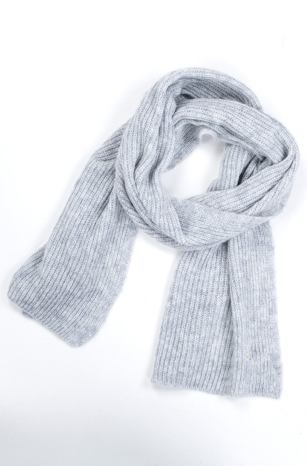 TH EFFORTLESS SCARF