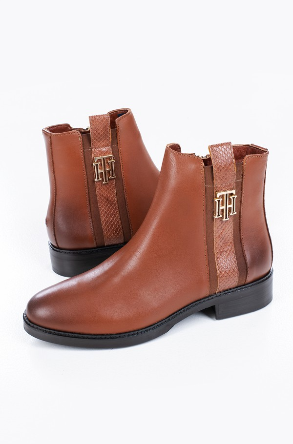 TH INTERLOCK LEATHER FLAT BOOT-hover
