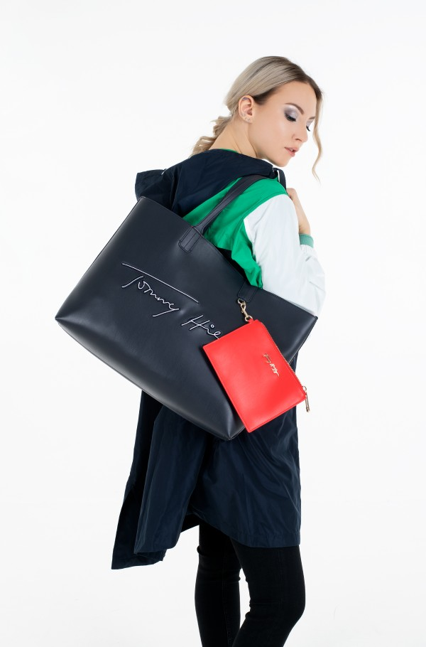 ICONIC TOMMY TOTE SIGNATURE