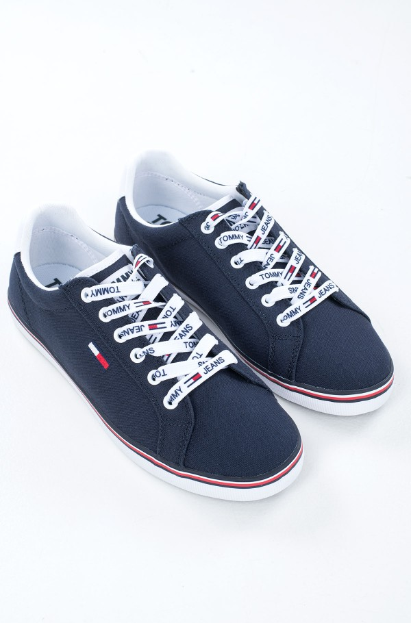ESSENTIAL LACE UP SNEAKER