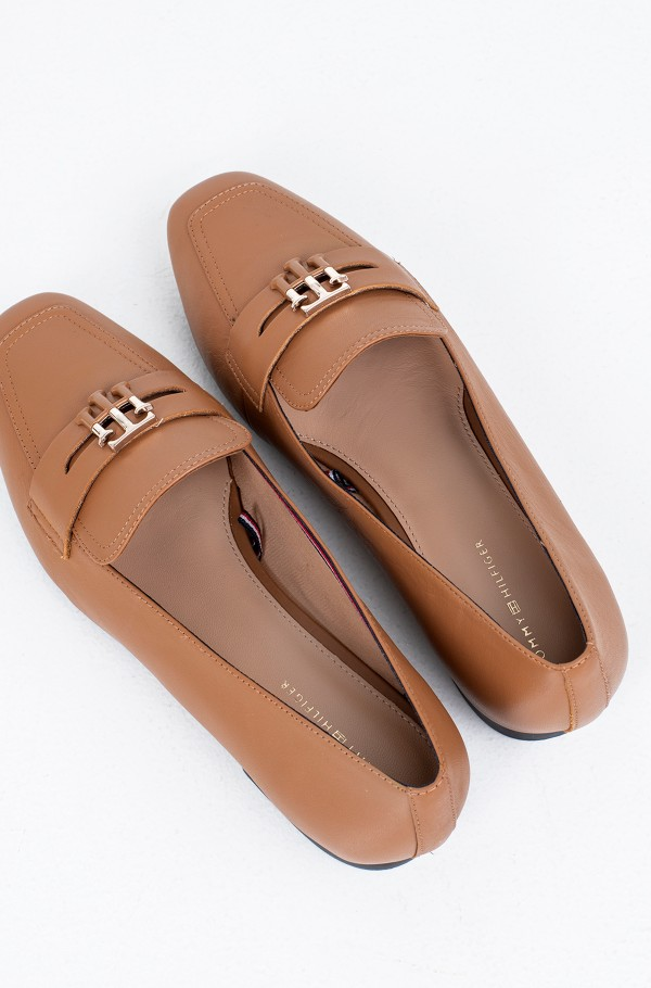 ESSENTIAL LEATHER LOAFER