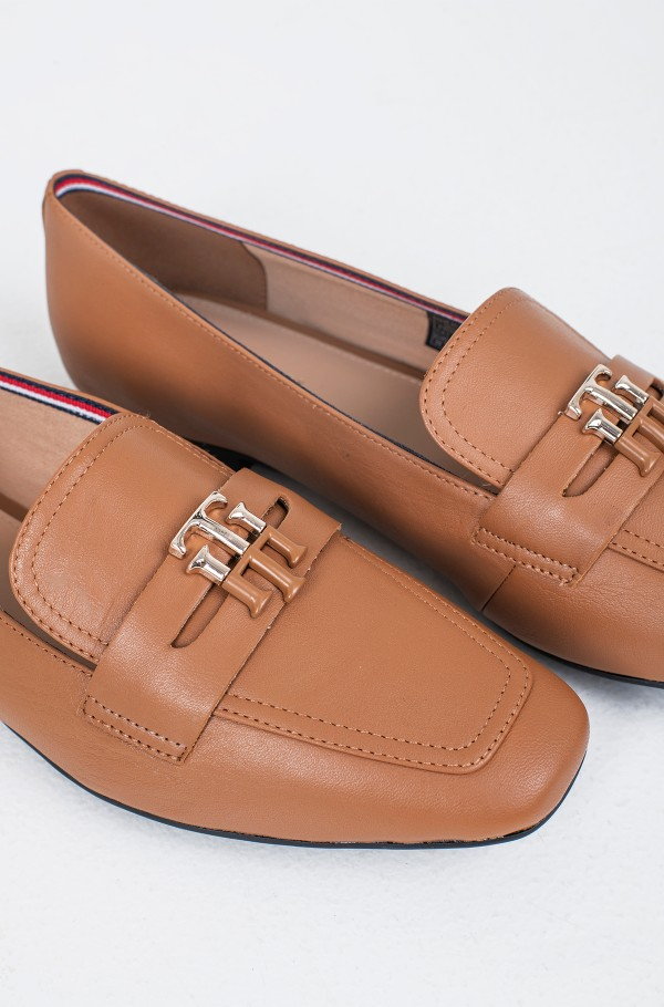 ESSENTIAL LEATHER LOAFER-hover