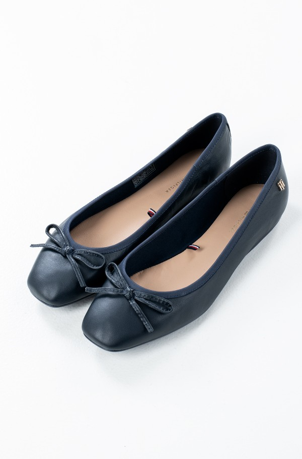 ESSENTIAL SQUARE TOE BALLERINA