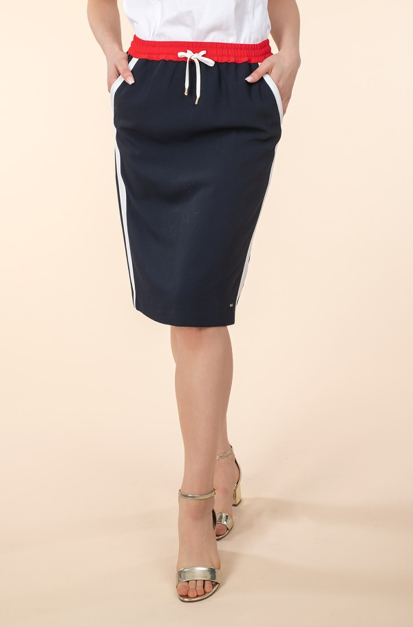 FLUID TWILL KNEE SKIRT