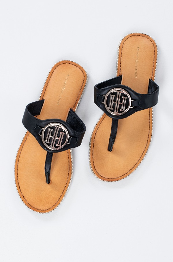 ESSENTIAL LEATHER FLAT SANDAL-hover