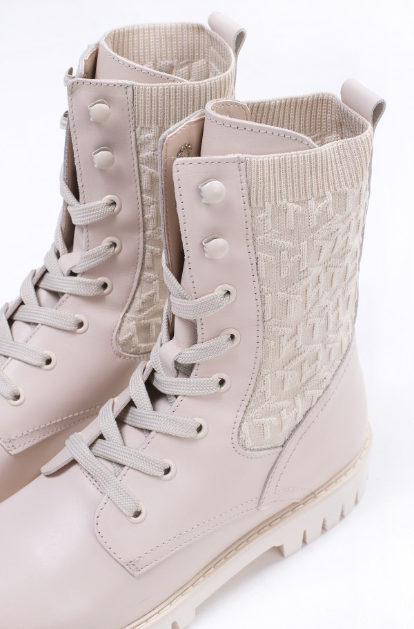 TH KNITTED FLAT BOOT-hover