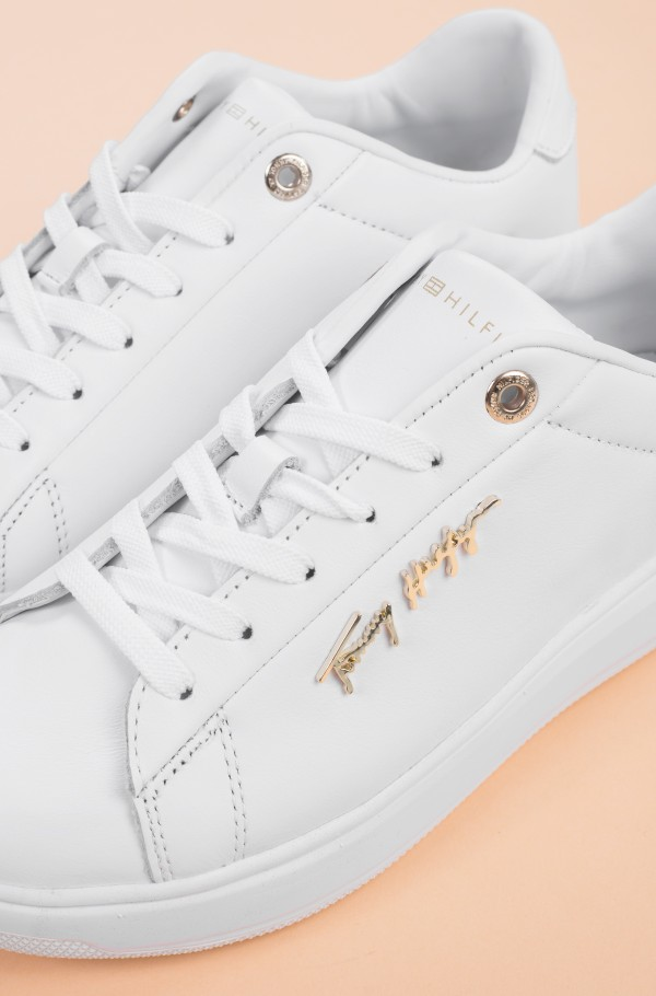 SIGNATURE LEATHER SNEAKER-hover
