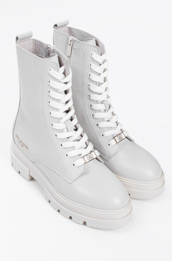 MONOCHROMATIC LACE UP BOOT-hover