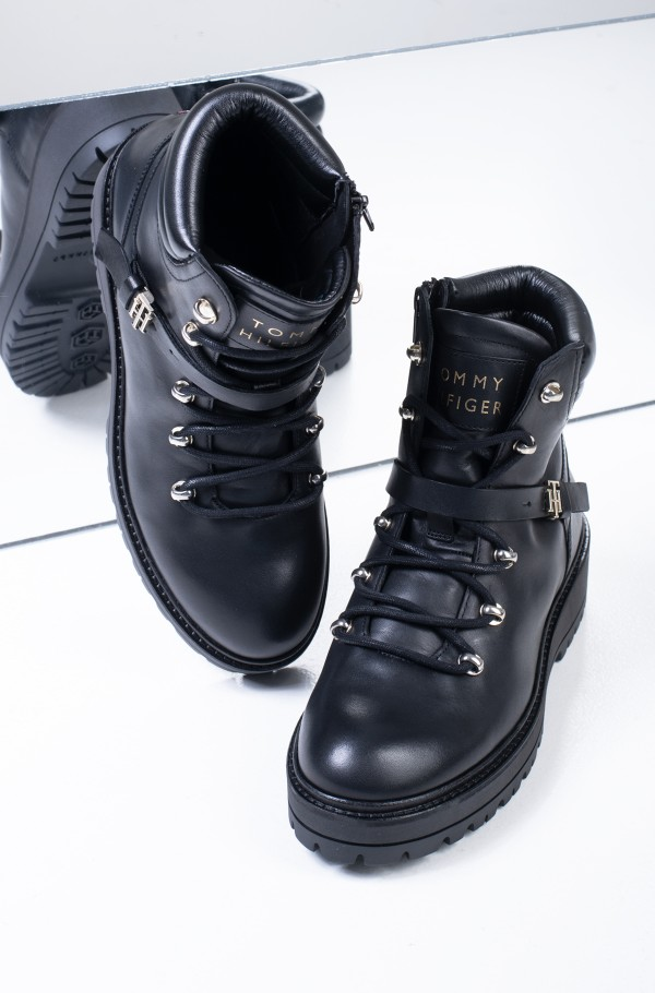 POLISHED LEATHER FLAT BOOT