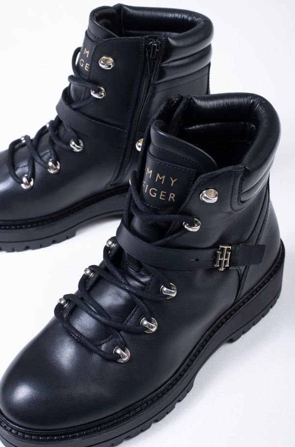 POLISHED LEATHER FLAT BOOT-hover