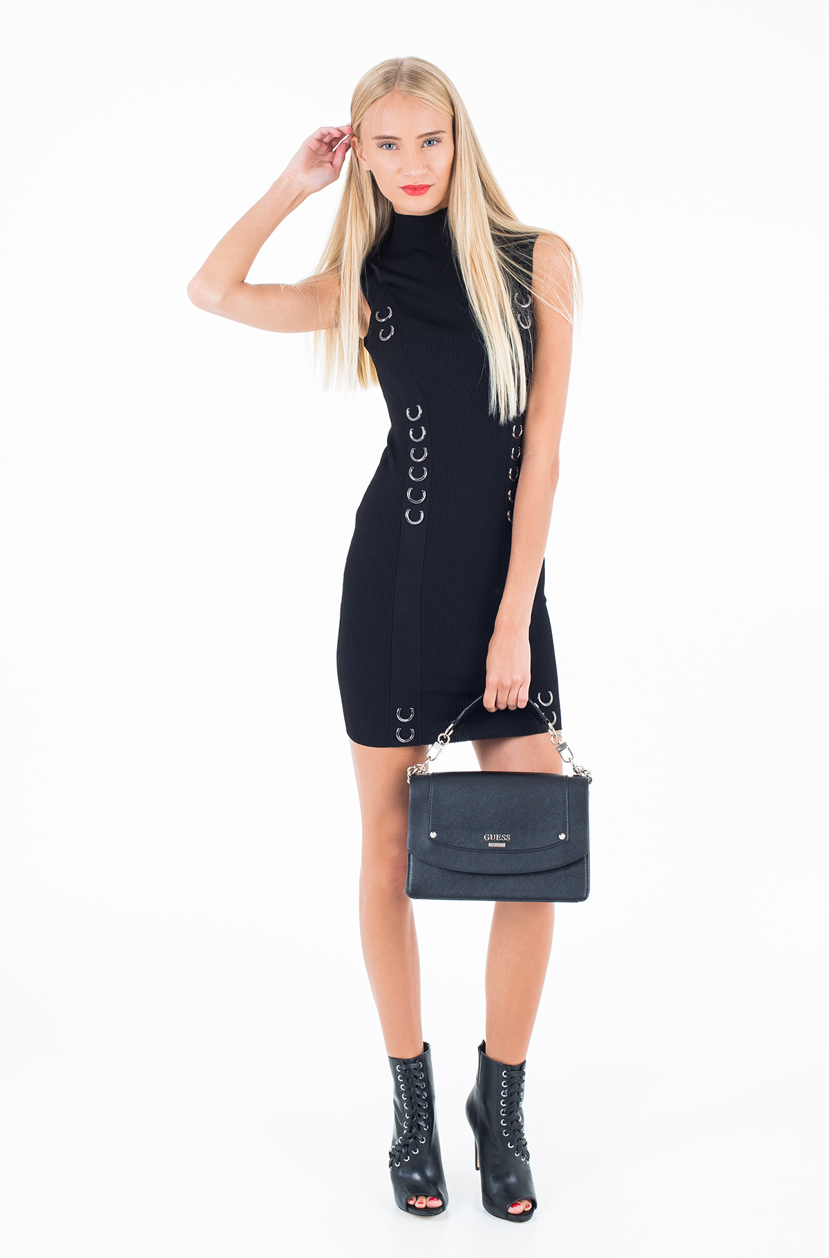 Īsā, melnā kleita-18